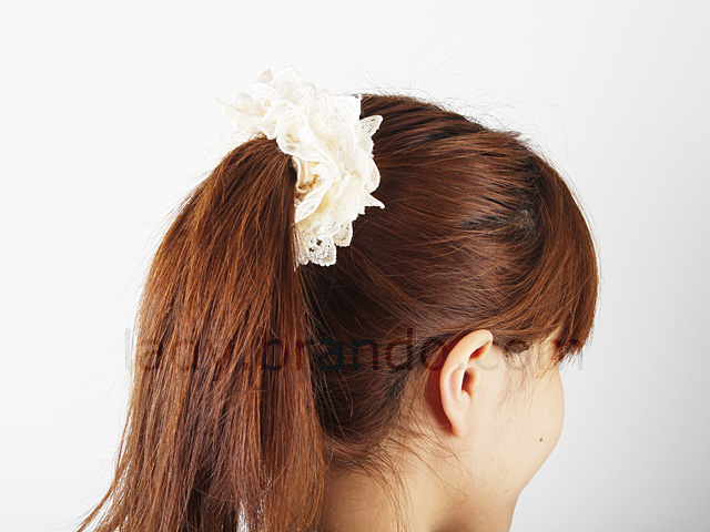 Lace Scrunchie With Pearl